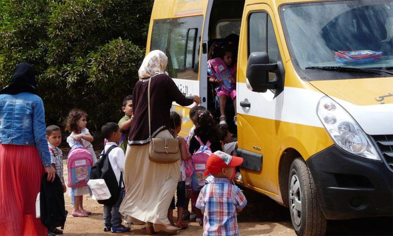 L'acquisition de bus de transport scolaire a pour ambition de renforcer l'éducation des jeunes et de lutter contre le décrochage scolaire.