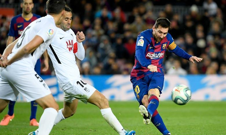 Le nouvel entraîneur blaugrana, «Quique» Setién, a vu son équipe battre Grenade (1-0) grâce à Messi et reprendre les rênes du classement du Championnat d'Espagne.  Ph : AFP