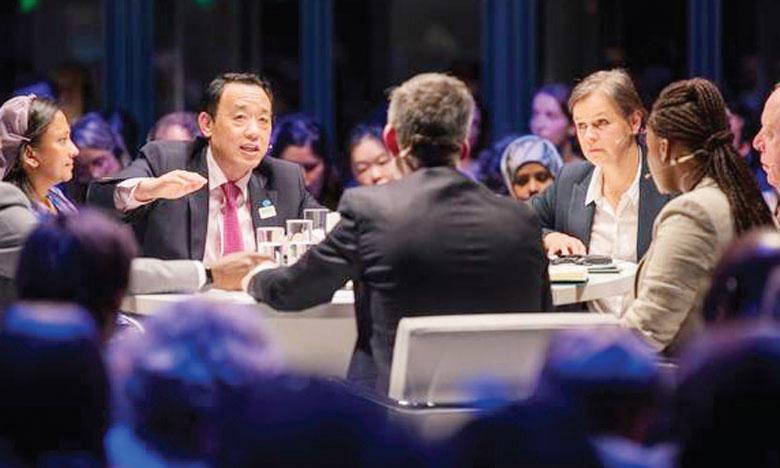 Les zones urbaines détermineront l'évolution des systèmes alimentaires mondiaux, a indiqué le directeur général de la FAO, Qu Dongyu (au centre).