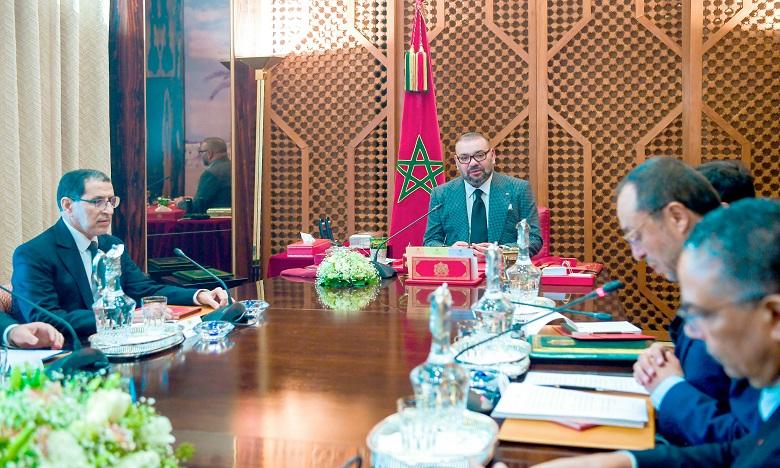S.M. le Roi Mohammed VI préside, au Palais Royal de Marrakech, une séance de travail consacrée au Programme prioritaire national d'approvisionnement en eau potable et d'irrigation 2020–2027