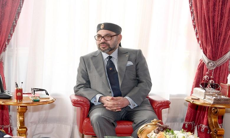 S.M. le Roi Mohammed VI remet le Prix Mohammed VI aux majors du Programme national de lutte contre l'analphabétisme dans les mosquées au titre de l'année 2018-2019