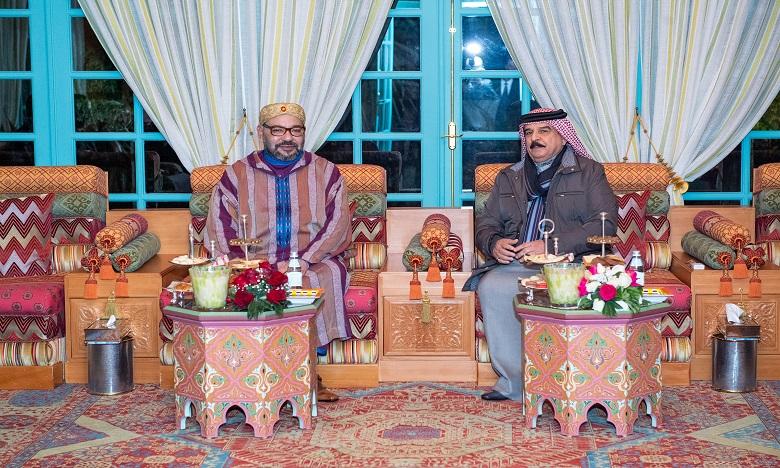 Rencontre à Rabat entre S.M. le Roi et le Souverain du Bahreïn qui effectue une visite privée au Maroc