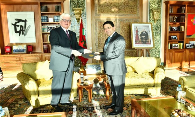 David Fischer, nouvel ambassadeurs américain à Rabat, a présenté les copies figurées de ses lettres de créances à M. Nasser Bourita. Ph. DR