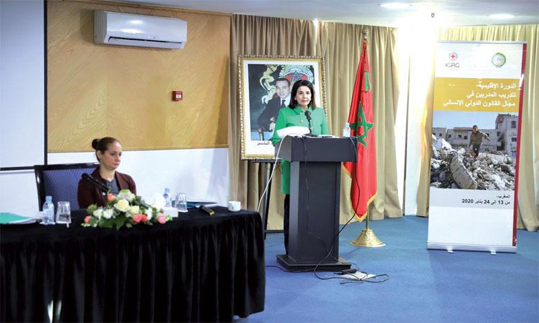Farida El Khamlichi intervenant lors du séminaire régional arabe de formation des formateurs en droit internationale humanitaire.