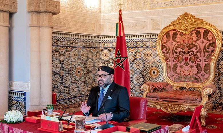 S.M. le Roi reçoit un appel téléphonique du président Français,  Emmanuel Macron