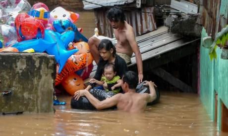 Un immeuble s'effondre à Djakarta, plusieurs blessés