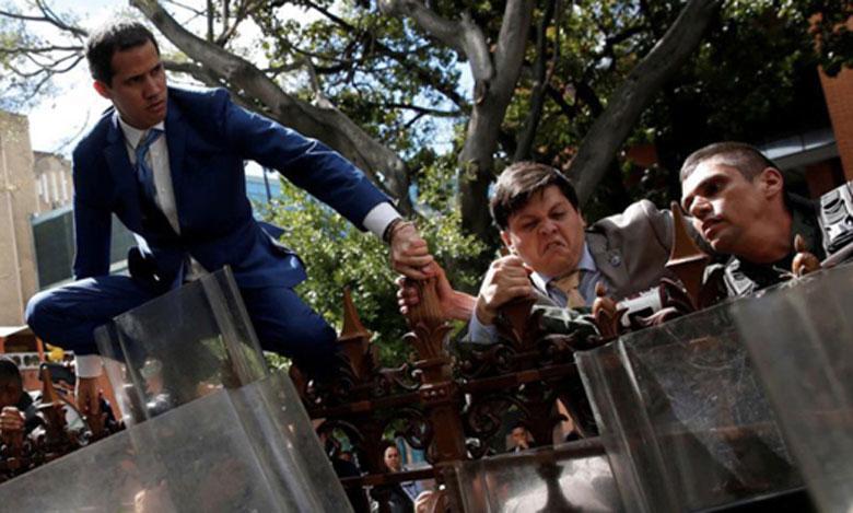 L'opposant Juan Guaido a été réélu président du Parlement vénézuélien, mais les portes  de l'hémicycle lui sont restées fermées.  Ph. Reuters