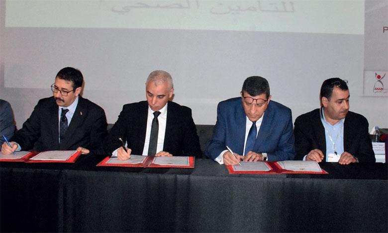 La cérémonie de présentation de la nouvelle stratégie de l'ANAM a été l'occasion de procéder à la signature de plusieurs conventions avec les acteurs de la couverture médicale.     Ph.kartouch