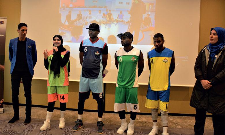 La pratique du sport en équipe permet d'initier un esprit collectif d'entraide et de solidarité, qui encourage  le respect mutuel.