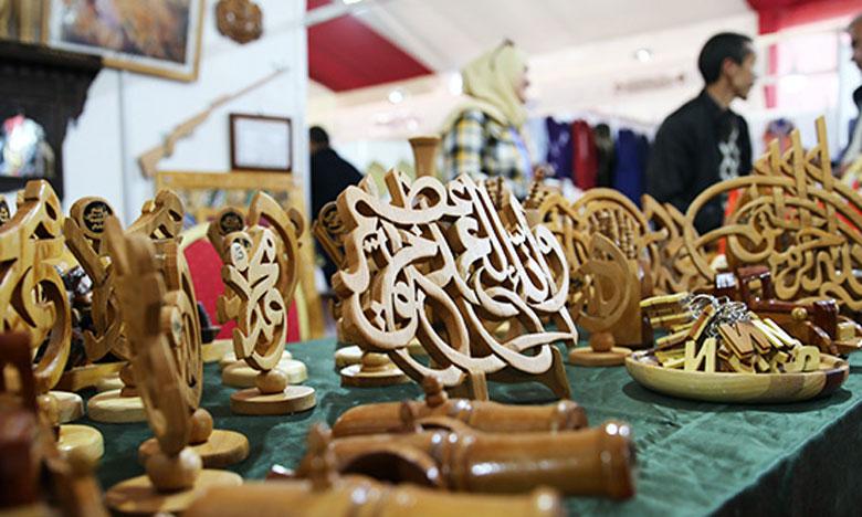 Le Salon connait la participation de nombreux exposants représentant les différentes provinces de la région de l'Oriental. Ph. MAP