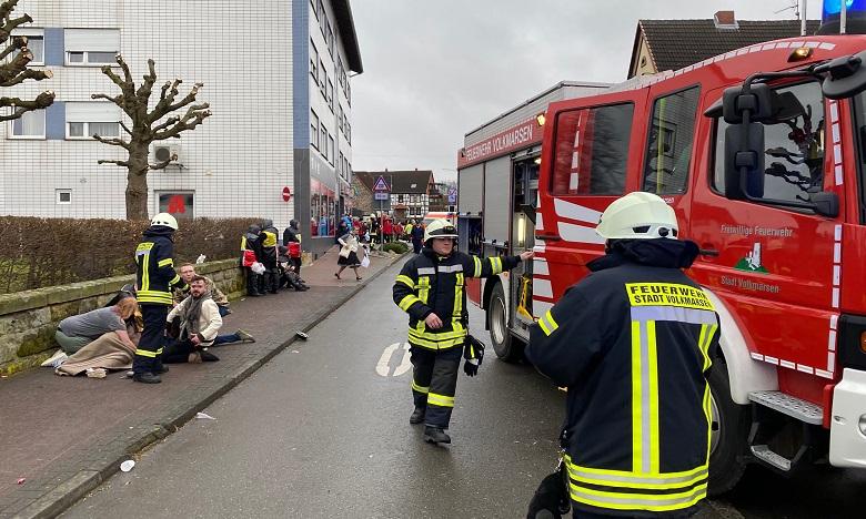 De nombreuses victimes étaient allongées au sol et prises en charge par des équipes de secours. Ph. AFP