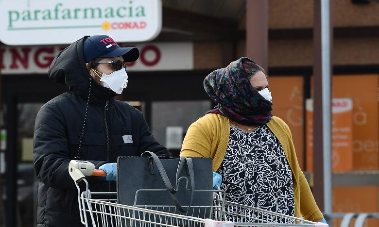 Dans les onze villes d'Italie en quarantaine, tous les lieux publics ont fermé dès vendredi, excepté les pharmacies. Ph. AFP