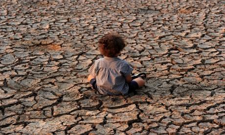 Rapport: Les pressions commerciales menacent l'avenir des enfants