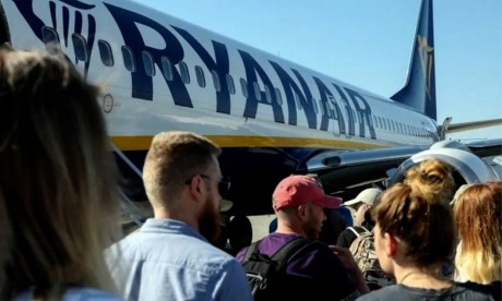 Ryanair épinglé pour des publicités trompeuses sur les émissions de CO2