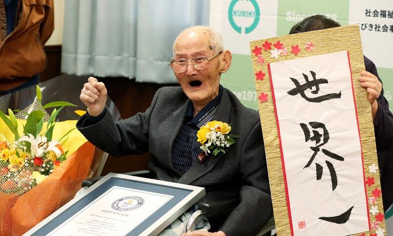 Le Japonais Chitetsu Watanabe, nouveau doyen de l'humanité âgé de 112 ans, a déclaré que le secret de sa longévité était simplement «de ne pas se mettre en colère et de garder le sourire». Ph : AFP