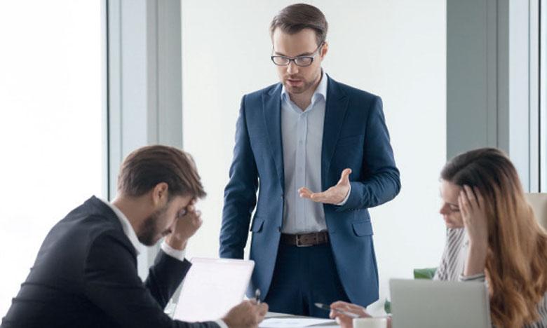 Le manager croit toujours avoir raison et garde le pouvoir décisionnel en imposant son point de vue.