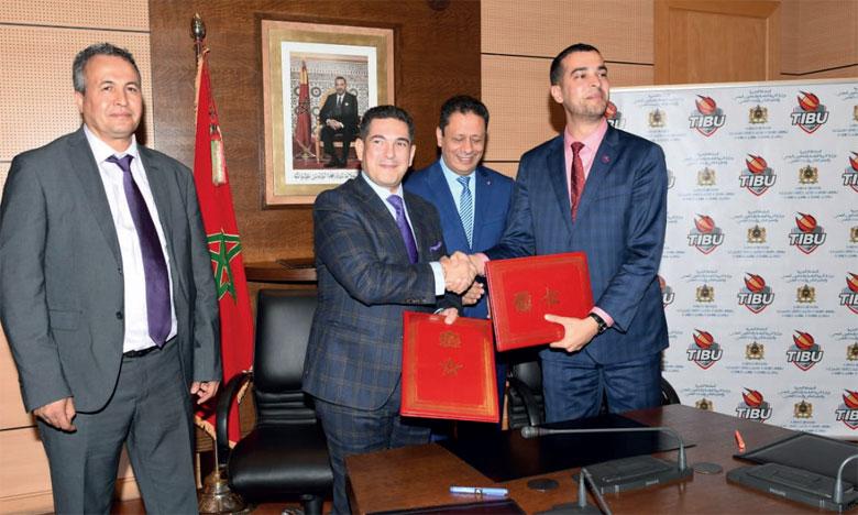 Cette convention à été signée par le ministre de l'Éducation nationale, Saaïd Amzazi, et le président de Tibu Maroc, Mohamed Amine Zariat.