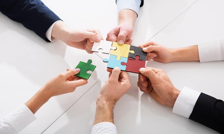 Il est important de prendre le temps d'observer les comportements des autres et le fonctionnement de l'équipe. Ph:shutterstock.