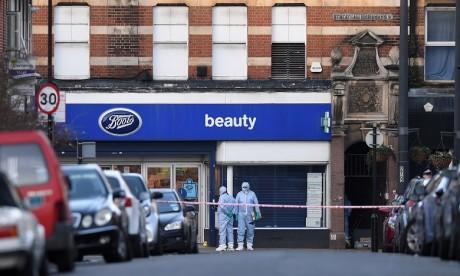 Attaque au couteau à Londres: la police mène des perquisitions