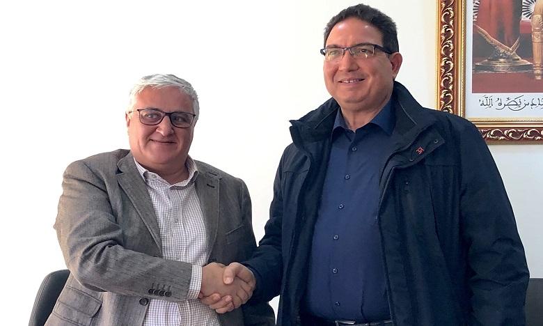 Mohamed Moufti (à gauche), DG Palmagri, et Farid Lakjaa, directeur du Complexe horticole d'Agadir de l'Institut agronomique et vétérinaire Hassan II. Ph. DR