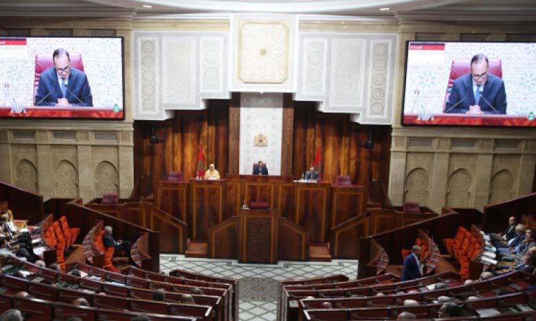 La Chambre des représentants salue hautement les mesures prises par les pouvoirs publics, sous le leadership de S.M. le Roi, pour atténuer l'impact de la pandémie du Covid-19 sur les citoyens
