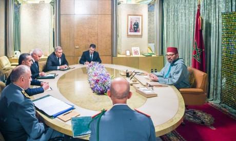 Sa Majesté le Roi Mohammed VI préside, au Palais Royal à Casablanca, une séance de travail consacrée au suivi de la gestion de la propagation de la pandémie du Coronavirus et à la poursuite de la prise de mesures pour faire face à toute évolution