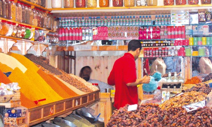 D'après le rapport effectué par la préfecture de Salé, les consommateurs achètent, désormais, des produits liés au mois sacré de Ramadan tels que les fruits secs, les dattes, le miel et l'huile d'olive. Ph: DR.