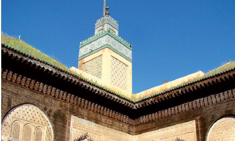 À la fois école et mosquée, la médersa Bouanania, l'une des plus célèbres anciennes écoles, a été édifiée dans les années 1350.
