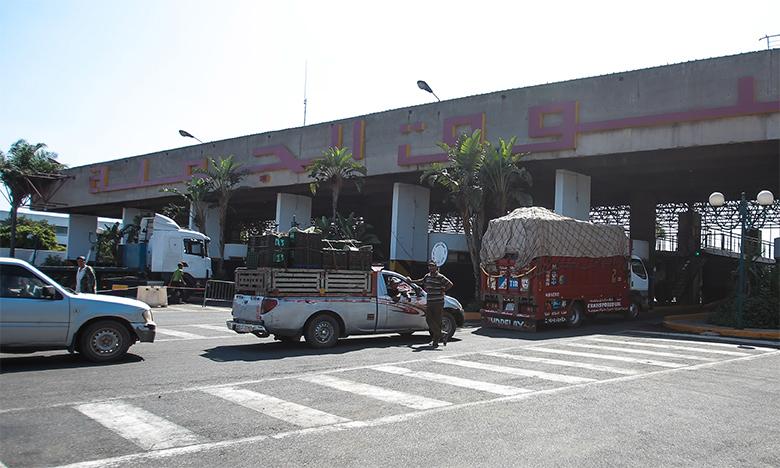 Au marché de gros des fruits et légumes, on accueille toujours des centaines de camions chargés de produits en provenance de différentes régions du Royaume.
