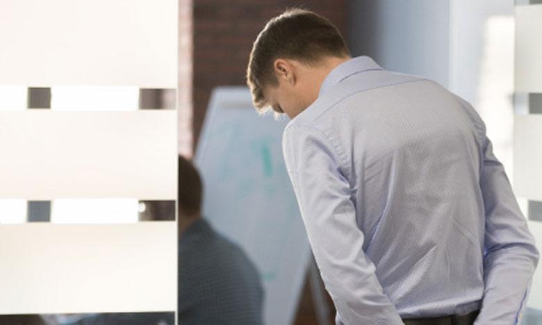 Quand on ne se connaît pas bien, on développe la peur du regard des autres, et c'est ce qui nous empêche de réussir dans nos relations. Ph. Shutterstock