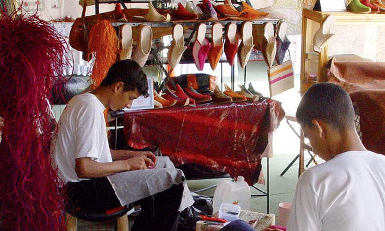 Le secteur de l'artisanat contribue pour plus de 7% du PIB national  et génère près de 800 millions de DH d'exportations.