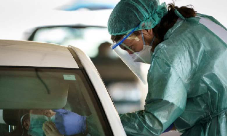 Nouveau record de décès en Espagne, le virus se propage aux États-Unis