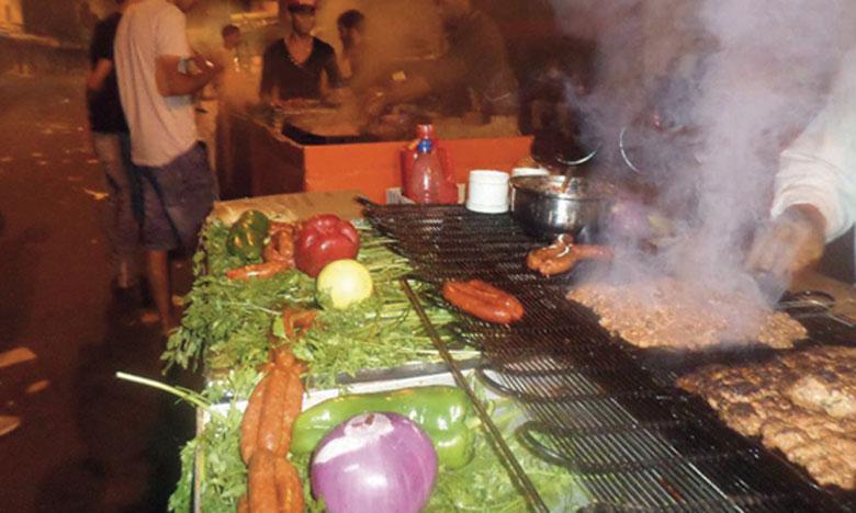 Dans la ville d'El Jadida, aujourd'hui, gargotes et fast-foods improvisés squattent toutes sortes de lieux pour exercer leurs activités.