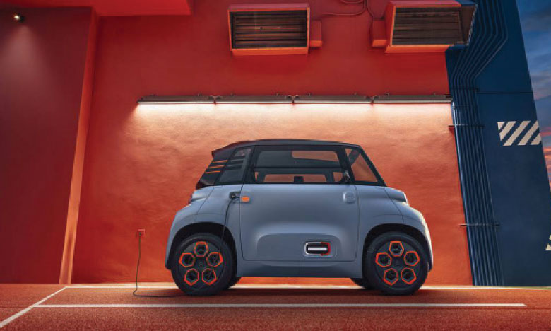 La voiture 100% électrique dispose d'une batterie qui se recharge en seulement 3 heures sur une prise électrique standard, comme un smartphone.