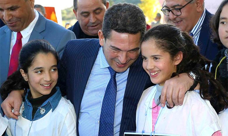 Saaïd Amzazi effectuant des visites à plusieurs établissements et projets scolaires et universitaires dans la région de l'Oriental, dans le cadre de la mise en œuvre de plusieurs programmes visant la promotion de l'éducation  et de l'enseignement.