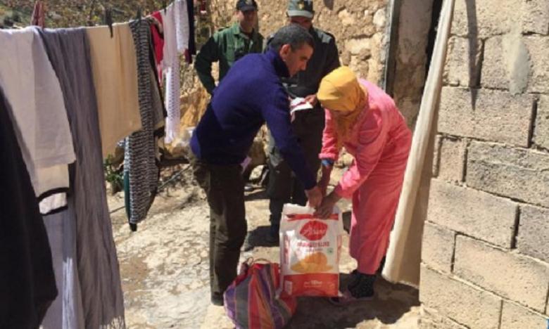 Khénifra : Distribution des paniers alimentaires au profit des familles nécessiteuses