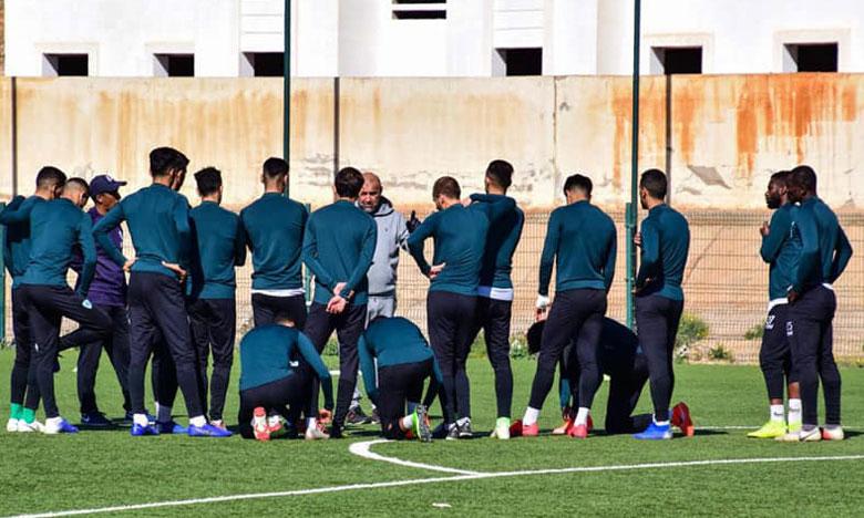 Abdelhak Benchikha supervise les entraînements du MCO depuis l'Algérie