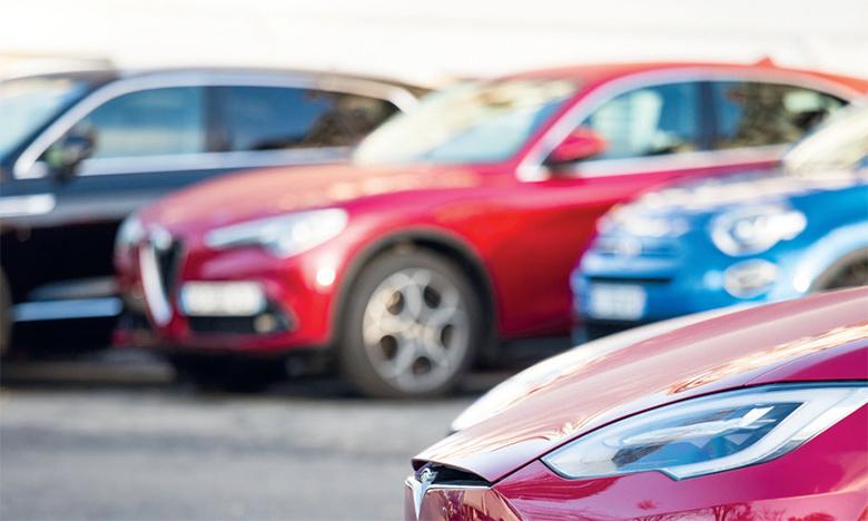 Avec 5.557 livraisons, les ventes de voitures particulières ont dégringolé de 62,9% en mars dernier.