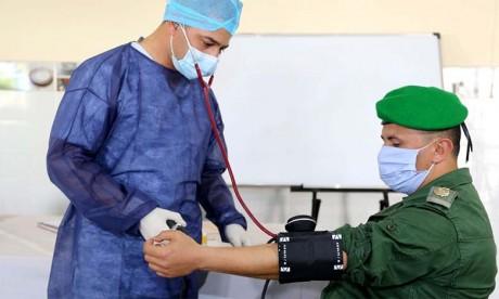 Les éléments des FAR s'engagent dans une vaste opération de don de sang