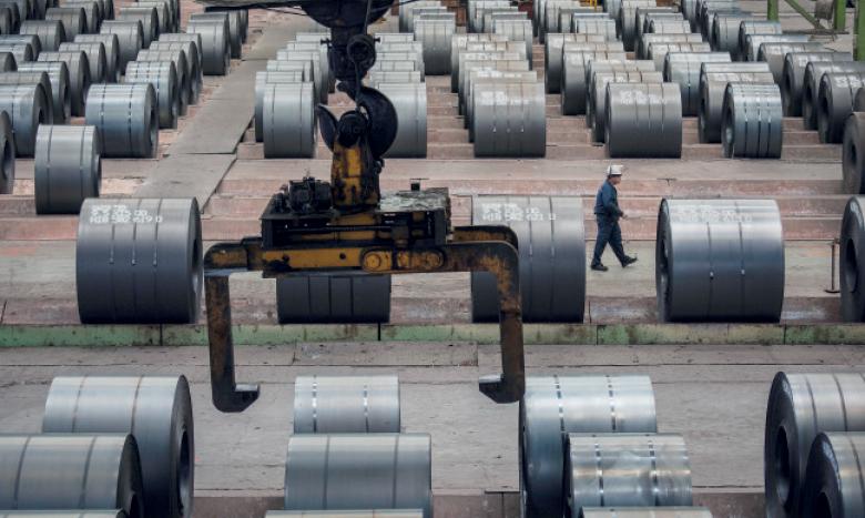 La production industrielle mondiale, qui ralentissait depuis déjà 2019 en raison des tensions commerciales entre la Chine et les États-Unis, devra poursuivre sa baisse de régime cette année à cause du Covid-19.