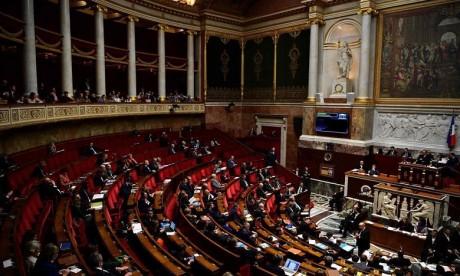 France : L'Assemblée nationale valide la prolongation de six mois de la validité des titres de séjour