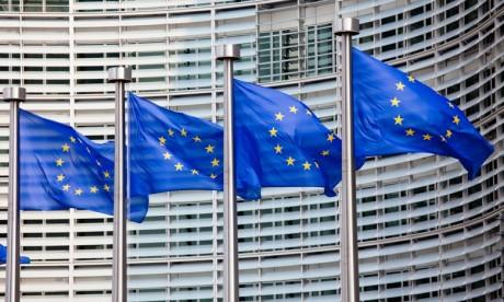"""La Commission européenne appelle à prolonger la restriction des voyages """"non essentiels"""" vers l'UE"""
