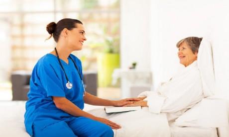 Le Québec lance  un programme de recrutement de soignants à l'étranger