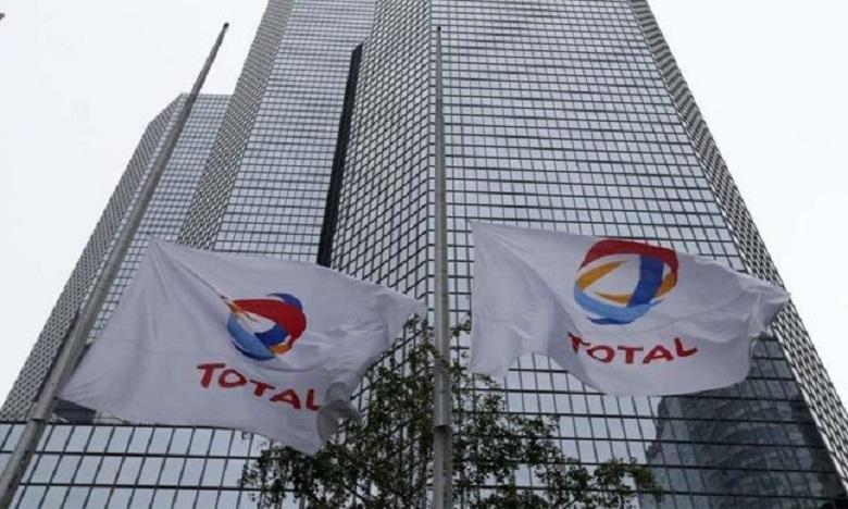 Total annonce de nouveaux objectifs d'économies et de réduction de ses investissements.