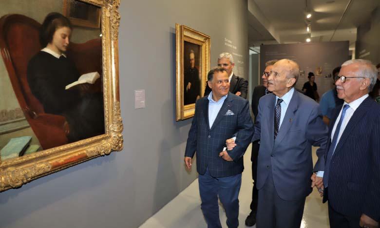 Feu Abderrahmane El Youssoufi visitant le musée Mohammed VI d'art moderne et contemporain.