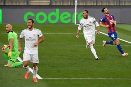 LaLiga : le Real Madrid domine Eibar et répond au Barça