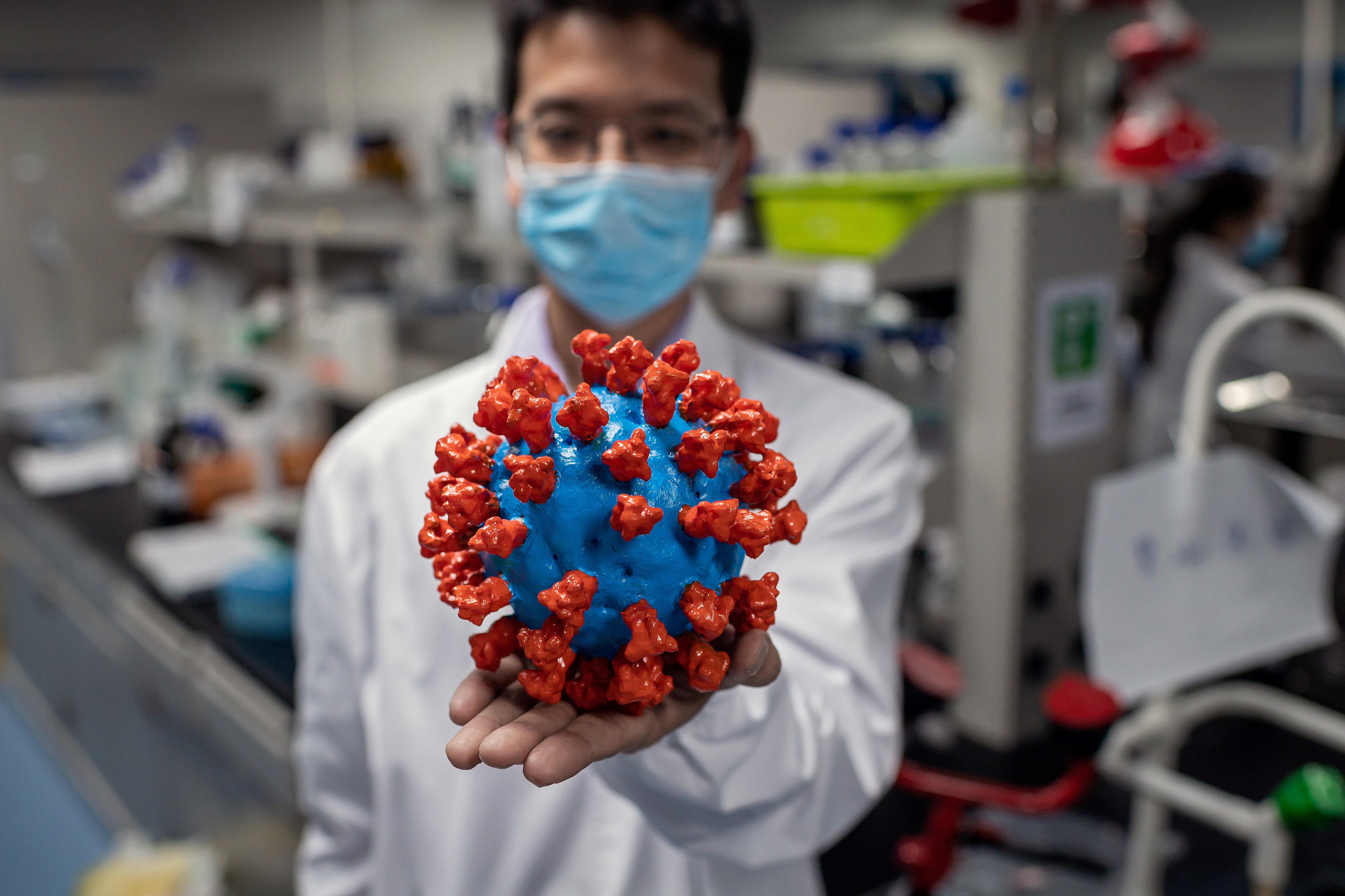 Covid-19 : Le virus n'est pas devenu moins pathogène, avertit l'OMS