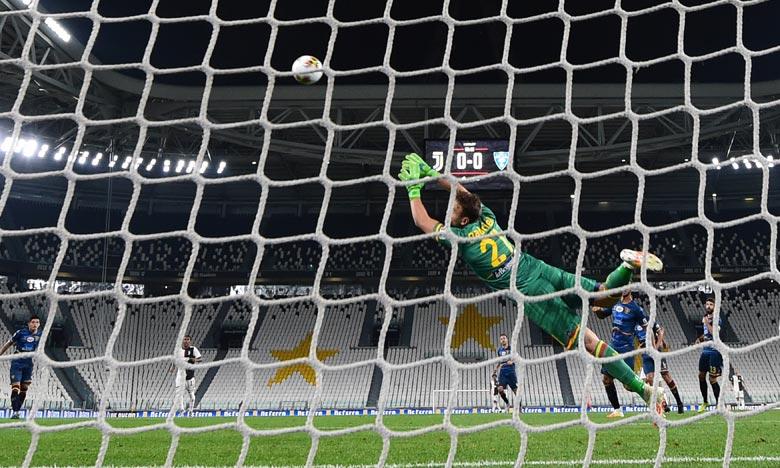Avec cette victoire, la Juventus Turin met donc la pression sur la Lazio, repoussée à sept longueurs et qui devra s'imposer contre la Fiorentina si elle veut continuer à croire au titre. Ph : AFP