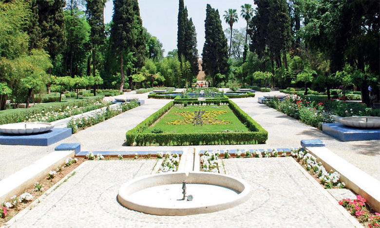 Les ressources hydriques de Fès et sa région ont encouragé la création de jardins, parcs et squares, notamment le fameux Jnane Sbile.