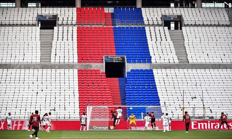 Foot: la France rouvre ses stades, avec public limité et protocole